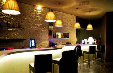 Max Max - Bar