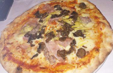Ristorante La Caveja - Pizza