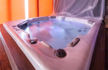 Private Luxury Spa - Jacuzzi