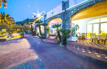 Hotel Carlo Magno - Esterno