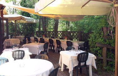 Ristorante Monticino Serra -Tavolo