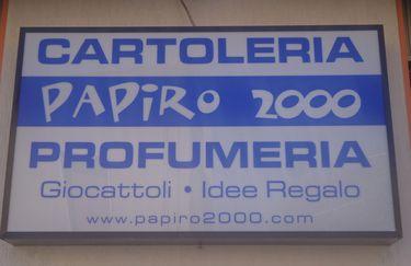 papiro-2000-insegna