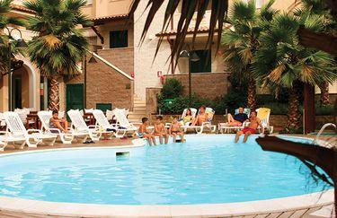 Tortorelal Inn Family Resort - Piscina