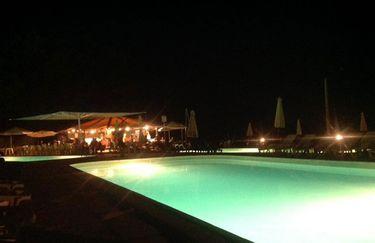 monte-del-sol-piscina-notte