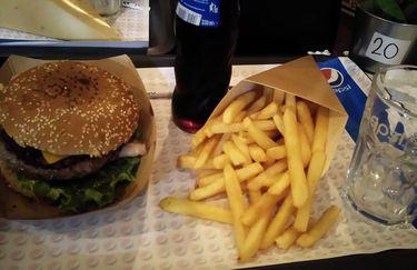 Fast Easy Good Hamburgeria - Hamburger