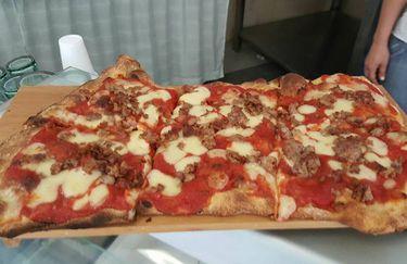 White Beach - Pizza