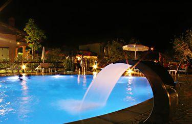 Infinito-piscina notturna