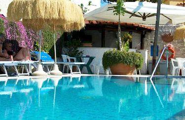 Hotel La Luna - Piscina2