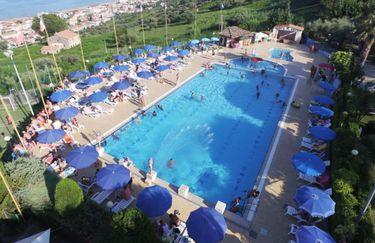 europe-garden-village-piscina2