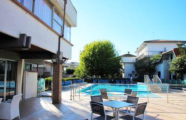 Hotel Majestic - Piscina