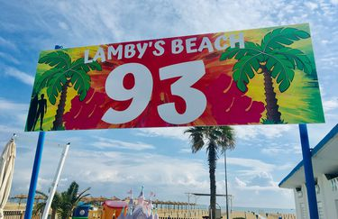 Lamby's Beach 93 - Insegna
