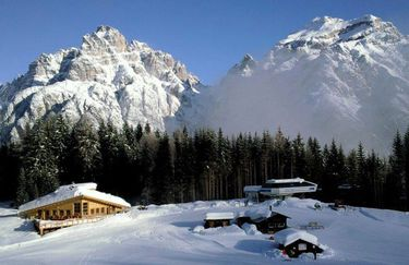 rifugio-cadore-esterno-neve