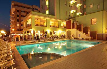 hotel-abacus-piscina-sera