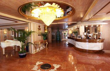 Olympic Palace Hotel - Hall