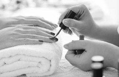 Bios Estetica - manicure smalto