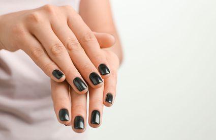 Estetica Mara - manicure smalto
