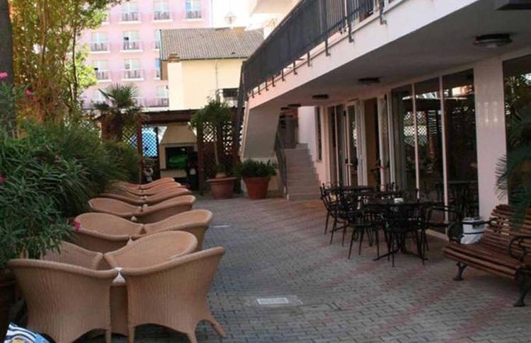 Coupon soggiorno di 7 notti all 39 hotel montecarlo di milano for Soggiorno a montecarlo