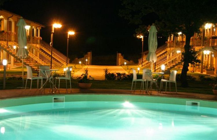 villaggio-le-querce-piscina