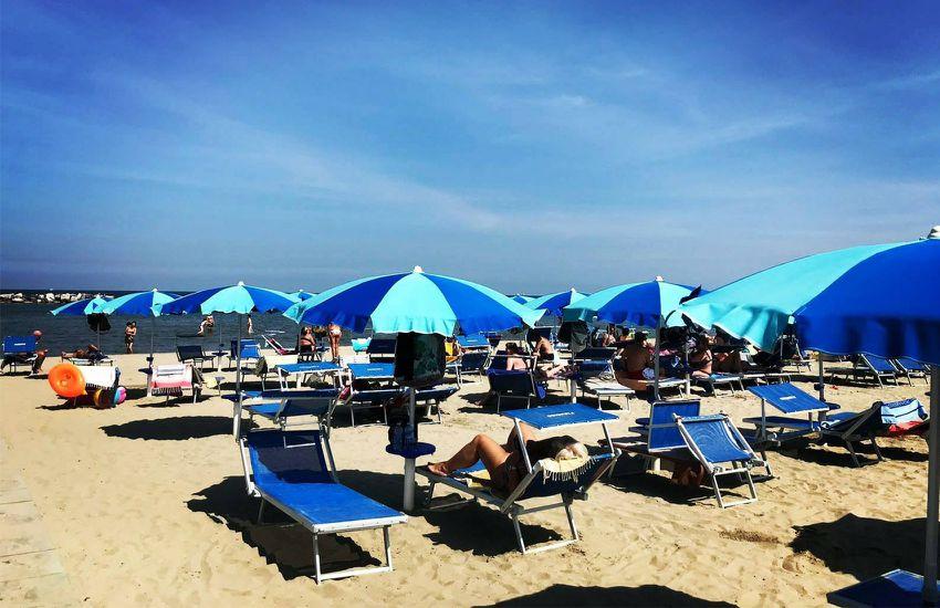 Coupon spiaggia e pranzo al bagno paradiso a lido di savio ra tippest - Bagno cavallino lido di savio ...