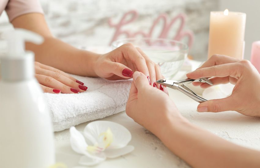 Private Luxury Spa - Manicure