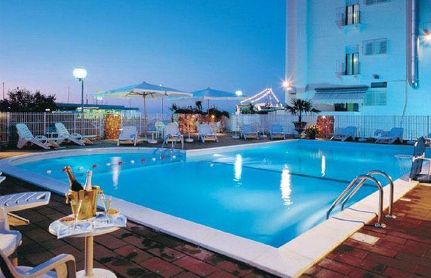 Hotel New Bristol - Piscina